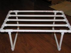 laundry drying rack- but hanging, and painted metallic. Pvc Pipe Crafts, Pvc Pipe Projects, Diy Projects For Kids, Project Ideas, Kids Diy, Diy Clothes Rack, Clothes Drying Racks, Apartment Therapy, Pvc Pipe Furniture