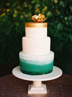 Ombre wedding cake. Photo by Ciara Richardson Photography. www.wedsociety.com #wedding #cake #ombre