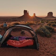 Many people who do not have any experience in camping will state Camping knapsack it is simply a bag. The kind of back one selects is not a small concern to individuals who have experience in outdoor camping. Camping Life, Tent Camping, Outdoor Camping, Camping Hacks, Adventure Awaits, Adventure Travel, Trekking, Camping Sauvage, Plein Air