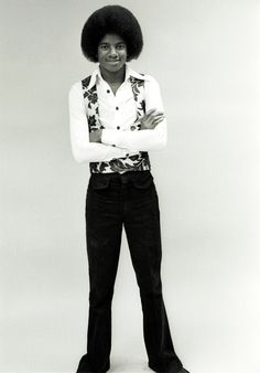 Michael Jackson poses for a portrait session at home on September 7, 1976 in Los Angeles, California. (Photo by Michael Ochs Archives/Getty Images)
