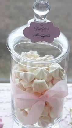Idée pour votre bar à bonbons : des petites meringues