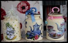 g Jam Jar Crafts, Bottle Crafts, Hobbies And Crafts, Diy And Crafts, Shabby Chic Kitchen Accessories, Cafe Kitchen Decor, Decoupage Jars, Wine Bottle Art, Painted Jars