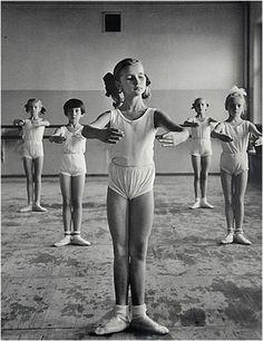 Image hotlink - 'http://i116.photobucket.com/albums/o40/ballet-chick/bolshoiclass8dl.jpg'