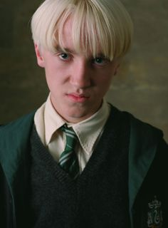 Draco Malfoy played by Tom Felton in Harry Potter Pinned by Draco Harry Potter, Estilo Harry Potter, Mundo Harry Potter, Draco And Hermione, Harry Potter Characters, Tom Felton Harry Potter, Draco Malfoy Imagines, Drago Malfoy, Draco Malfoy Aesthetic