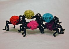 Free Pattern Friday! Spooky String of Sheep(ish) Spiders  <3 craftyiscool.com