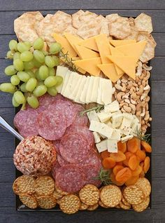 Delicious Cheese Board Ideas, perfect for easy entertaining! Delicious Cheese Board Ideas, perfect for easy entertaining! Snacks Für Party, Appetizers For Party, Appetizer Recipes, Aldi Party Food, Lunch Party Ideas, Food For Parties, Easy Picnic Food Ideas, Party Food Table Ideas, Tapas Party