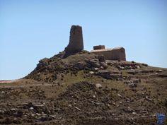 El castillo de Marcuello se encuentra sobre la sierra del mismo nombre en la Localidad de de Sarsamarcuello en el municipio de Loarre provincia de Huesca. Castillo de Marcuello