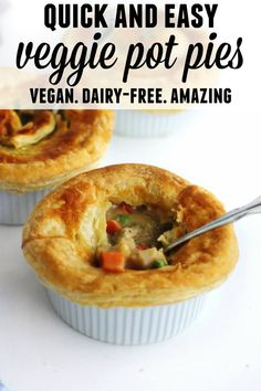 Tastes like chicken vegan pot pie recipe These mushroom and vegetable pot pies are quick and easy. Perfect for Meatless Monday or a plant based weeknight dinner Vegan Pot Pies, Vegan Pie, Vegan Foods, Vegan Dishes, Bbq Burger, Vegan Dinner Recipes, Gourmet Recipes, Whole Food Recipes, Cooking Recipes