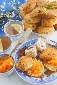 Cookies with Halva & Raisins