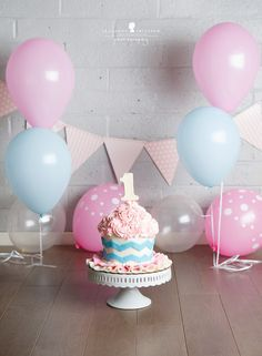 O is one! – Santa Rosa Baby Photographer » Jeneanne Ericsson Photography pink blue and grey cake smash