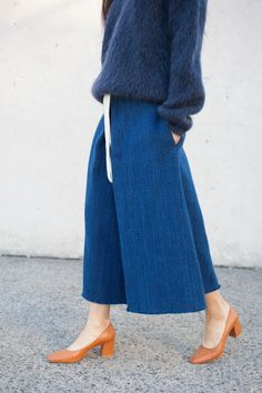 blues // tan pumps // culotte // fuzy sweater // fall fashion