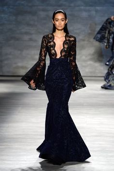 A model walks the runway at the Michael Costello fashion show during Mercedes-Benz Fashion Week Spring 2015 at The Pavilion at Lincoln Center on September 2014 in New York City. Michael Costello, Style Couture, Couture Fashion, Runway Fashion, Fashion Show, Dubai Fashion, Fashion Fashion, Fashion Brands, Fashion Dresses