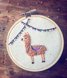 Lama-Stickset: The kit includes: -The model of the llama and the garland .- Lama-Stickset: Das Kit beinhaltet: -Das Modell des Lama und der Girlande … Lama Stick Set: The kit includes: -The model of Lama … - Hand Embroidery Design Patterns, Embroidery Materials, Embroidery Stitches Tutorial, Embroidery Sampler, Embroidery Needles, Embroidery Hoop Art, Cross Stitch Embroidery, Quilt Patterns, Machine Embroidery