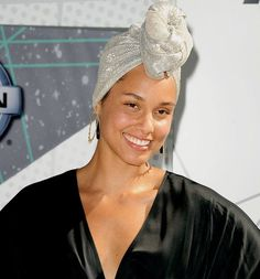 In May, Alicia Keys made a public declaration via LennyLetter.com that she was done with makeup, after a lifetime of hiding behind it; I remember when I first started to be in the public eye. Oh my…
