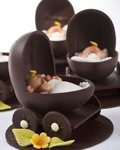 Hot chocolate with banana - Clean Eating Snacks Chocolate Work, Chocolate Bowls, Easter Chocolate, Chocolate Gifts, Chocolate Lovers, Chocolate Desserts, Chocolate Ganache, Belgian Chocolate, Chocolate Showpiece