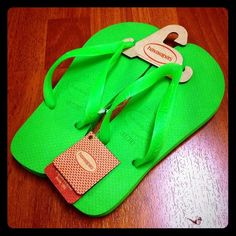 Havianas in Neon green! Size 4/5 😍😍😍 Super cute and durable Haviana in green Color listed as: Neon green. Such a cute color! Perfect beach to everyday FlipFlop. Sizes 4/5, and 6 left. Haviana sizes run a half size big. 🌸🌸🌸 havianas Shoes