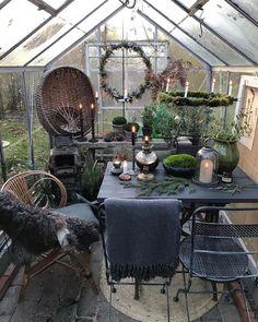 """1,549 gilla-markeringar, 35 kommentarer - Välkommen till Gertruds rum! 🌿 (@gertrudsrum) på Instagram: """"Gårdagen, så mörk och grå, då krävdes det extra många ljus i växthuset💚#växthus #greenhouse…"""""""