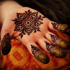 Sweet little mandala for #bellydancer #hands #henna #heart… | Flickr