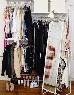 Udstil dit tøj i åbne opbevaringsløsninger