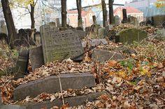 Stèles du cimetière juif de Cracovie en Pologne