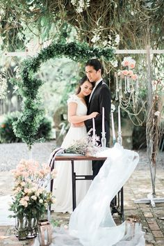 Love and Reverie, a pre-wedding editorial shoot photographed by The Daydreamer Studios. Wedding Blog, Philippines, Lush, Rustic Wedding, Editorial, Table Decorations, Studio, Floral, Flowers