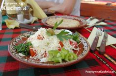 Sałatka szopska - tradycyjna, bułgarska sałatka  http://pozytywnakuchnia.pl/salatka-szopska/  #salatka #przepis #kuchnia