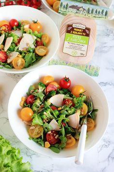 Sałatka z kurczakiem i brokułami | Tysia Gotuje blog kulinarny Cobb Salad, Menu, Lunch, Cooking, Fitness, Food, Menu Board Design, Kitchen, Eat Lunch