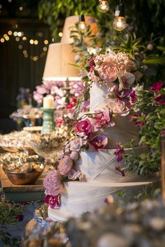Decoração de casamento no campo - bolo decorado com flores de açúcar em tons de rosa ( Bolo: The King Cake | Foto: Anna Quast e Ricky Arruda )