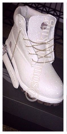 White Diamonds Custom Made Timberland Boots glitter timbs Dream Shoes, Crazy Shoes, Me Too Shoes, Hot Shoes, Shoes Sneakers, Shoes Heels, Cute Boots, Sneaker Boots, Custom Shoes
