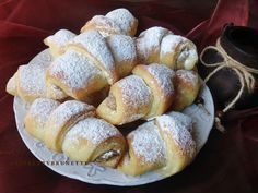 Jemné, ľahučké a nadýchané ako vánok.  Toto skvelé kysnuté cesto je vhodné aj na buchty, záviny a tiež slané pečivo. Je nezvyčajné,... Love Cake, No Bake Cake, Tiramisu, Sweet Tooth, Cooking Recipes, Bread, Baking, Hampers, Chef Recipes