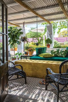 The stoep, bordered by a box hedge, feels like another room of the house thanks to the use of velvet upholstery and outdoor rugs. Little Cottages, Small Cottages, Little Houses, Outdoor Lounge, Outdoor Rugs, Outdoor Living, Outdoor Decor, South African Homes, Narrow House