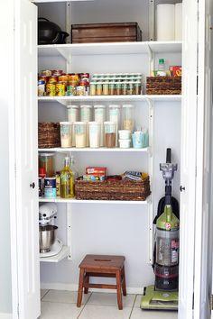 66 Trendy Kitchen Pantry Closet How To Organize 66 Trendy Kitchen Pantry Closet How To Organize - Gray N Black Organize Kitchen Kitchen Pantry Storage, Kitchen Pantry Design, Pantry Closet, Organized Kitchen, Kitchen Ideas, Kitchen Tips, Tiny Pantry, Kitchen Pantries, Pantry Cupboard