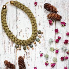 Купить Колье коса Оливка - оливковый, колье ручной работы, колье коса, колье с камнями