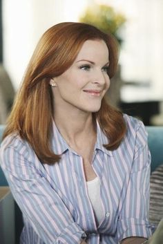 Marcia Cross in Desperate Housewives Marcia Cross, Ginger Actresses, Actors & Actresses, Desperate Housewives Bree, Bree Van De Kamp, Chin Implant, Housewife, Everyday Outfits, Picture Photo