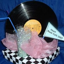 50s theme Centerpiece : Think I need Record, Box, Checker wrap paper, Pink tissue paper, Coke Glass, Clear Sparkle Tissue Paper, Straw Red Birthday Party, 30th Party, 70th Birthday Parties, Dance Decorations, Centerpiece Decorations, Party Centerpieces, 50s Theme Parties, Pink Parties, Event Themes