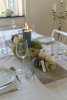 An old board, decked with a few big block lights, hydrangea (I think of a fall's favorite flower .) and little pumpkins. Table Flower Arrangements, Table Flowers, Autumn Decorating, Fall Decor, Modern House Design, Modern Interior Design, Centerpieces, Table Decorations, Deco Floral
