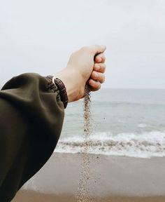 New photography poses hijab posts Ideas Hand Photography, Photography Poses Women, Tumblr Photography, Hijabi Girl, Girl Hijab, Muslim Girls, Muslim Women, Look Fashion, Hijab Fashion