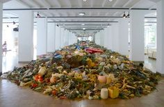 It's a Plastic Catastrophe! This installation shows how much plastic garbage is released into the sea every 15 seconds! Exhibition by 'Museum für Gestaltung Zürich'