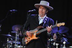 Dat singer-songwriter Bob Dylan de Nobelprijs Literatuur gekregen heeft, is in het verkeerde keelgat geschoten bij enkele Vlaamse auteurs. Onder meer Dimit...