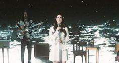 """Assista ao clipe de """"Love"""", de Lana Del Rey #Cantora, #Clipe, #Homenagem, #Lançamento, #Noticias, #Novo, #NovoSingle, #Single, #Youtube http://popzone.tv/2017/02/assista-ao-clipe-de-love-de-lana-del-rey.html"""
