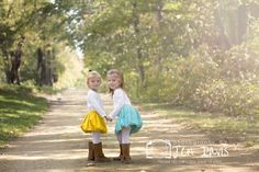 Fall family photos, family poses, poses for little girls in fall