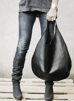 //Jeans, big bag and boots