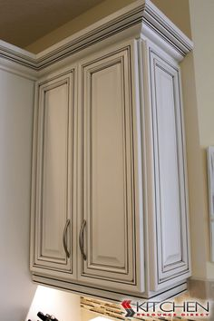 Bronson Maple Bright White with Chocolate Glaze. This would look great with a grey glaze! Discount Kitchen Cabinets, Glazed Kitchen Cabinets, Kitchen Cabinet Colors, Painting Kitchen Cabinets, Kitchen Redo, Kitchen Remodel, Cupboards, Kitchen Ideas, Mediterranean Home Decor