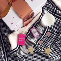 Rentrer de congés, et recevoir un magnifique coffret cadeau @grain_de_malice ... 😍❤️ . #christmasmood #gift #thx #thanks #merci #love #cute #present #bloging #blogueusemode #lescapricesdiris #fashionblog #bloger #fashionbloger #bougie #deco #savon #home #stars #homesweethome #newin #fashion #trendy