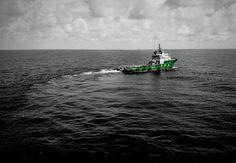 Jangan rindu ini berat kau takkan kuat.... Biar aku saja.  #pidibaiq #offshore #offshorelife #life #seekoffshore #oilandgas #sailing  #kakapfield #boat #ship #maritime #southchinasea #indonesia #sea #supplyboat #marinevesel #marine #rindu #medan  #janganrindu #kuat #xiaomimi4 by alexandersamura