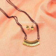 Beautiful small mangalsutra designs for women. Diamond Mangalsutra, Gold Mangalsutra Designs, Mangalsutra Simple, South Indian Mangalsutra, Pearl Necklace Designs, Gold Earrings Designs, Gold Necklace, Gold Chain Design, Gold Jewellery Design