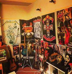 Rock Bedroom, Room Design Bedroom, Room Ideas Bedroom, Punk Room, Emo Room, Awesome Bedrooms, Cool Rooms, Music Inspired Bedroom, Graffiti Bedroom