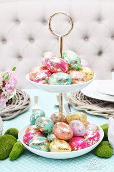 metallic egg easter table decoration table decor Easy Easter Table Décor Ideas and Wow-Worthy Centerpieces Easter Table Settings, Easter Table Decorations, Decoration Table, Easter Decor, Easter Centerpiece, Easter Lunch, Easter Dinner, Easter Party, Easter Eggs