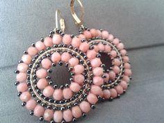 Koralle Creolen Glasperlen Seed Bead Disc Ohrringe von ByElir