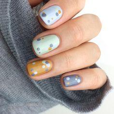 I love when polka dots are used this way..creative and artistic nail art! #nailart #fashion #unas #nails